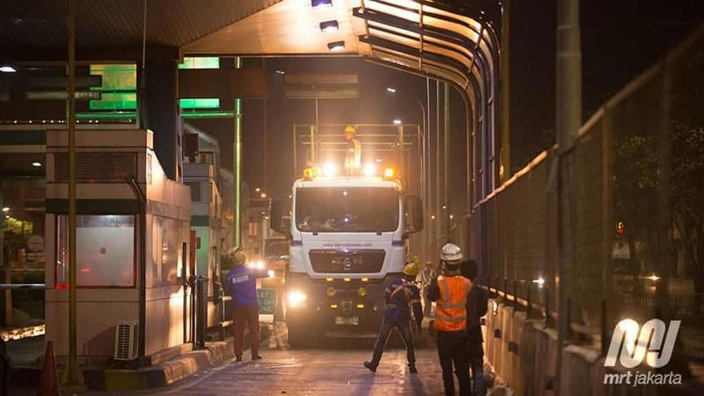 Tiba di Priok, 12 Gerbong MRT Dibawa ke Lebak Bulus Besok Malam