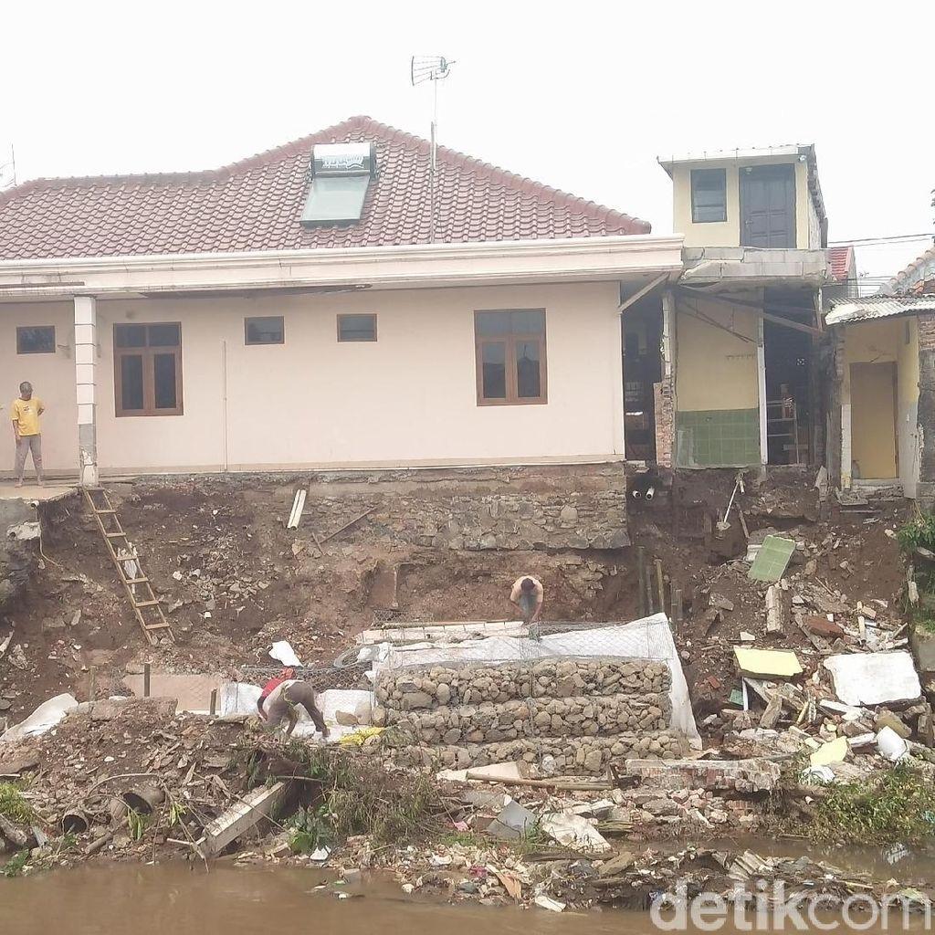 Kadis SDA Sebut Tembok Ambrol di Kampung Berlan karena Terkikis Air