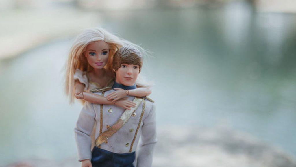 Hasil Karya Bocah 9 Tahun Saat Jadi Pengarah Gaya untuk Bonekanya