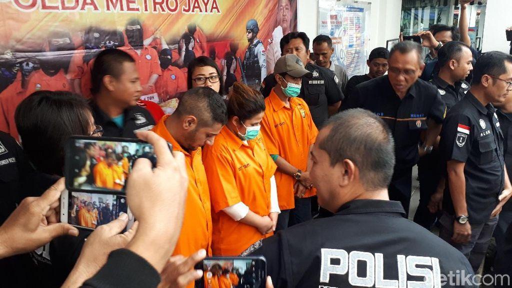 Dhawiya Ditangkap saat Tengah Pakai Sabu