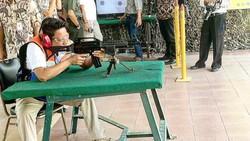 Brigadir Jendral Polisi Khrisna Murti terkenal dengan prestasinya yang segudang. Ia juga suka olahraga dan beri keterangan foto yang mengocok perut netizen.