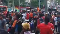 Rombongan Besar The Jakmania Tiba, Jalan Asia-Afrika Senayan Sempat Lumpuh