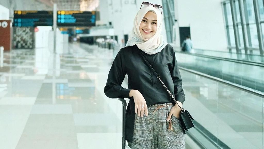 Tips Padu Padan Gaya Hijab di Bandara ala Selebgram