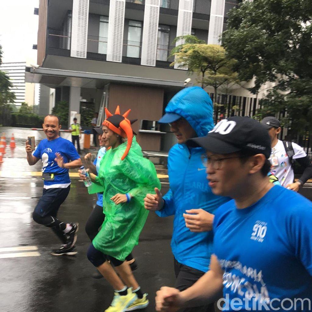 Hujan Rintik, Sandi Ikuti Fun Run dari Jaksel Menuju Balai Kota