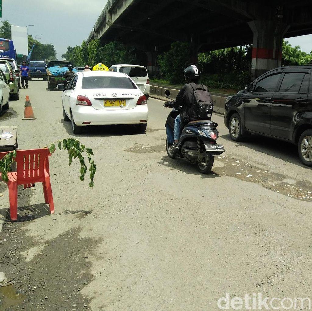 Jl DI Panjaitan Jaktim Hancur: Siang Macet, Malam Celakakan Pemotor
