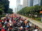 Ini Suasana di Jalan Sudirman saat Konvoi Jakmania Melintas