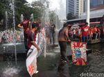 Persija Juara, Massa Jakmania Nyebur ke Kolam Balai Kota
