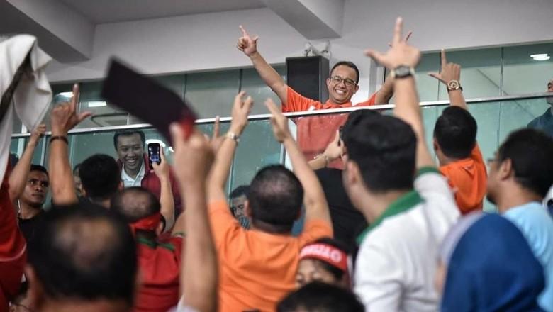 Detik-detik Anies Dicegah Paspampres ke Podium Piala Presiden
