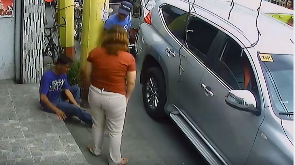 Hati-hati! Pria Ini Pura-pura Ditabrak Mobil Demi Dapat Duit