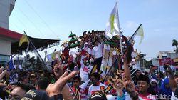 Deklarasi Kampanye Damai, Khofifah-Emil Diarak Kereta Hias