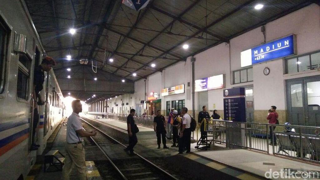 Kedatangan Kereta di Stasiun Madiun Terlambat 5 Jam, Ini Penyebabnya