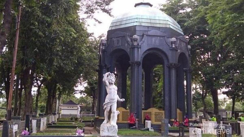 Berwisata Sejarah di Mausoleum, Berani?