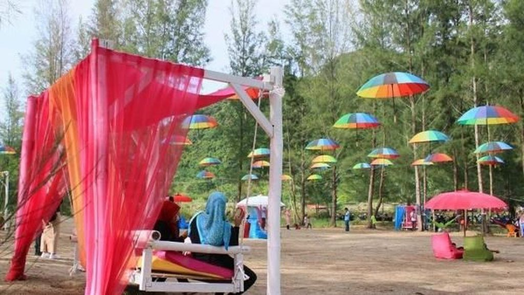 Warna Warni Pantai Kuala Leupung di Aceh