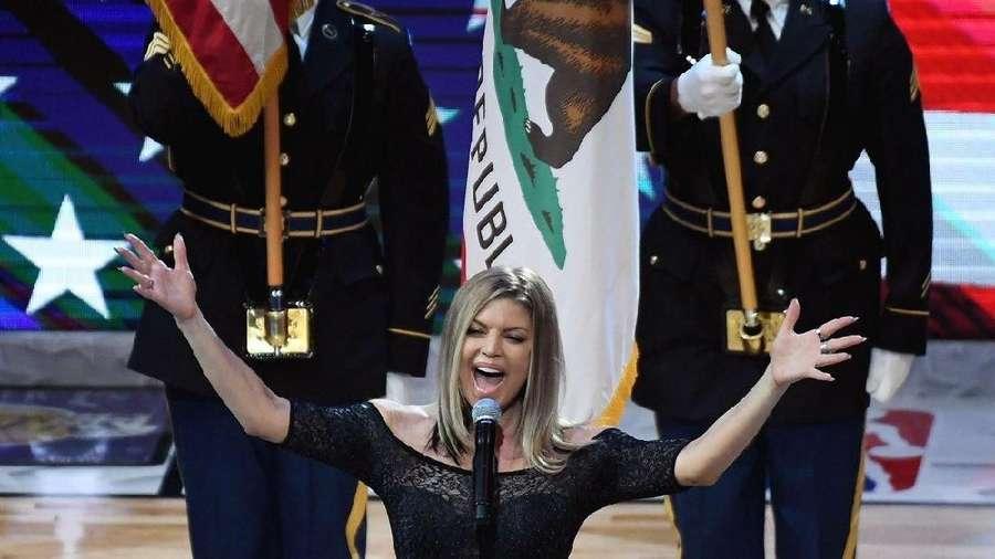 Bikin Improvisasi Lagu Kebangsaan AS di NBA All-Star, Fergie Dikritik