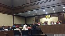 Jaksa Tanya Saksi yang Urus Akta Notaris Perusahaan terkait e-KTP