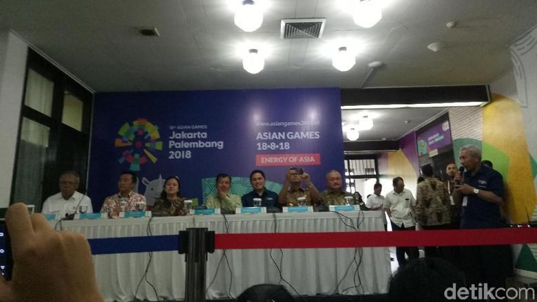 Saat Anies Curi Kesempatan Memotret Wartawan di Sesi Wawancara