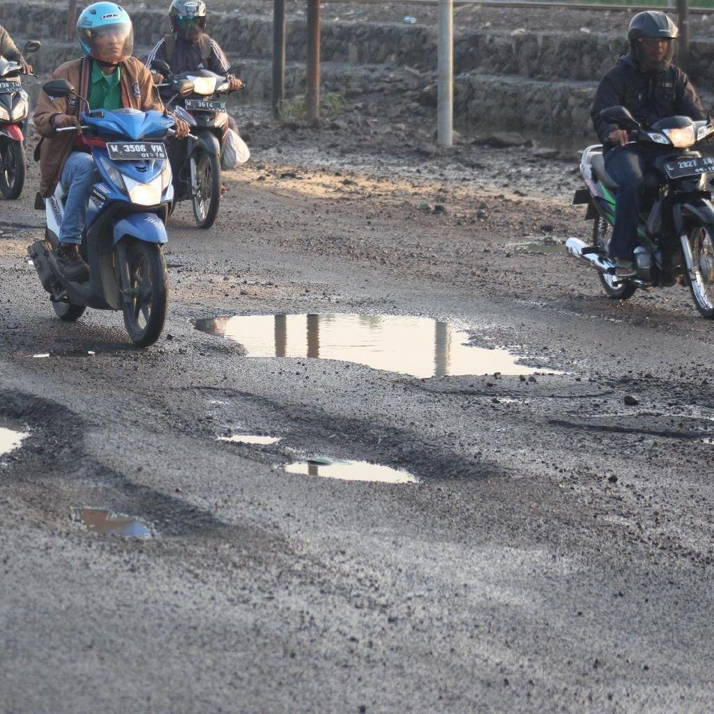 Pasca Banjir, Jalan Raya Porong Lama Dipenuhi Jebakan Batman