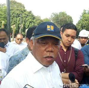 Menteri PUPR Ngomel Lalu Robohkan Pohon di Wisma Atlet