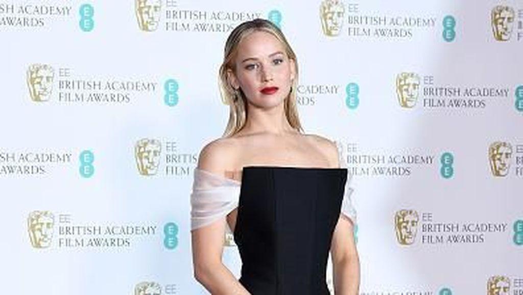 Foto: Penampilan Seleb Bergaun Hitam Terbaik dan Terburuk di BAFTA 2018
