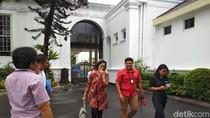 Sri Mulyani Bahas Mobil Listrik dengan Jokowi