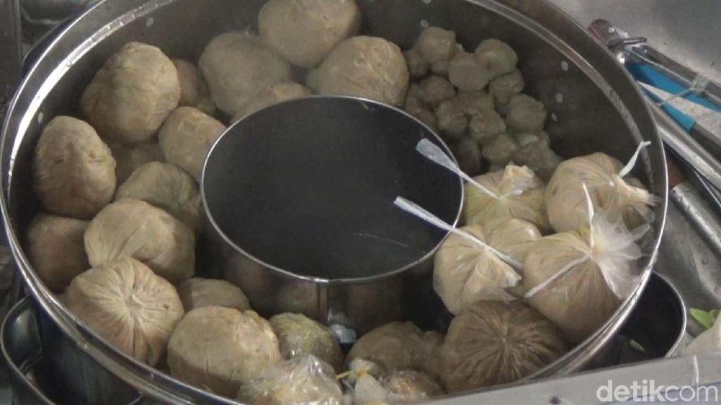 Bukan Hanya Daging Cincang, Bakso dari Jombang Ini Isinya Durian!