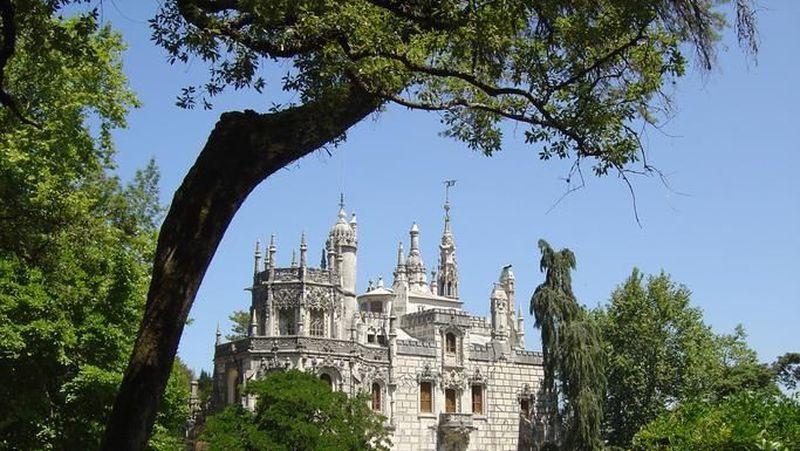 Quinta da Regaleira di Sintra, Portugal adalah Situs Warisan Dunia UNESCO. Kastil ini berjarak 30 km dari Lisbon (Thinkstock)