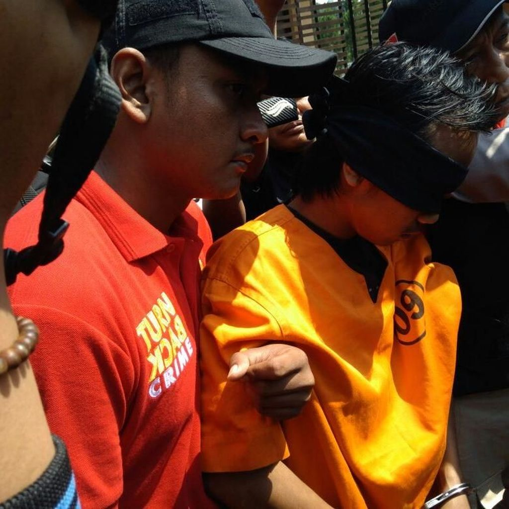 Pria Berpedang yang Ingin Bunuh Polisi Diserahkan ke Densus 88