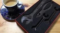 Bawa Cokelat Bentuk Perkakas Otomotif, Penumpang Ini Nyaris Tak Bisa Naik Pesawat