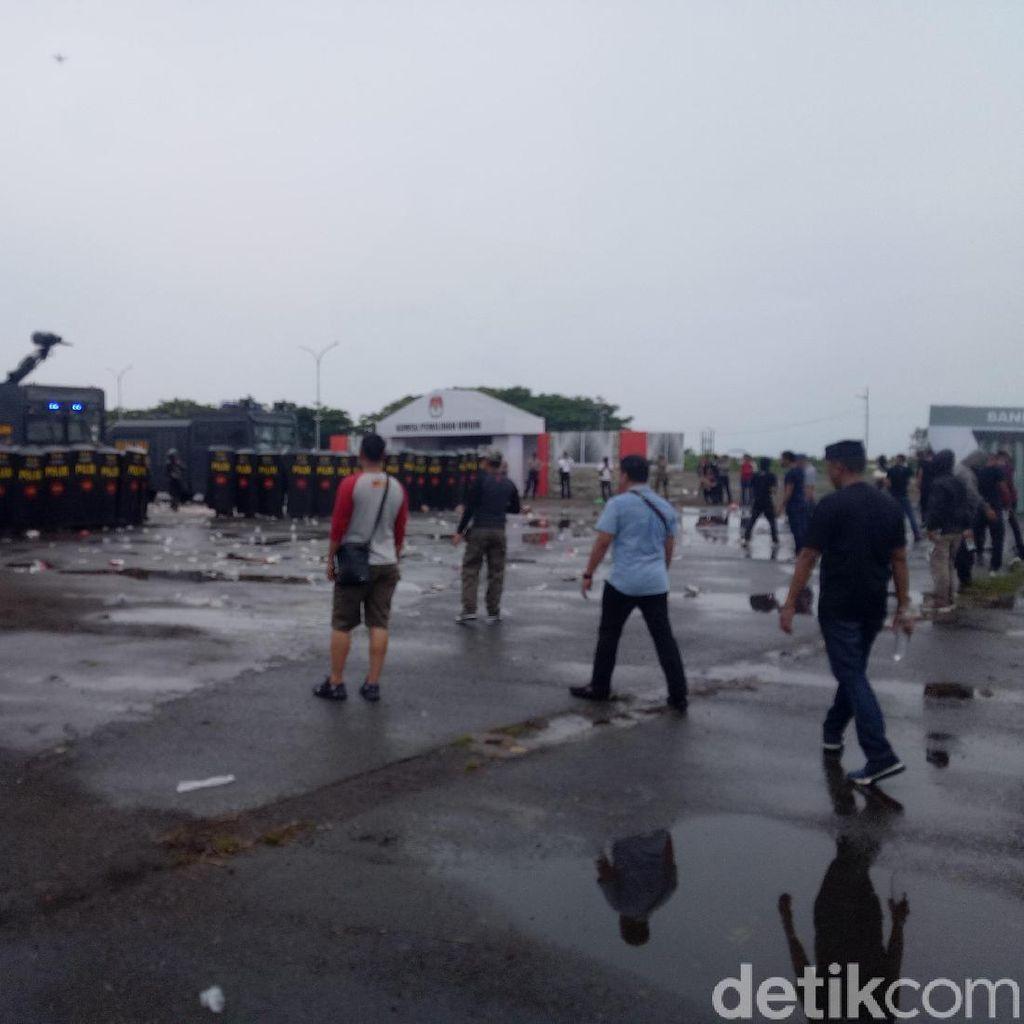 Matangkan Persiapan, Polisi-TNI Simulasi Bentrok Pilkada di Sulsel