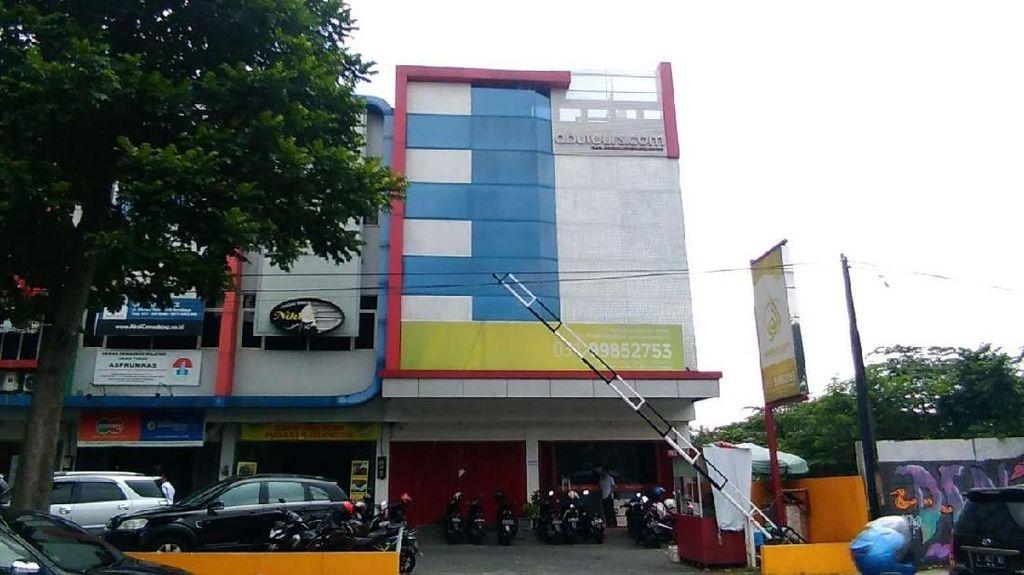 Datangi Abu Tours Surabaya, Calon Jemaah Protes Tak Berangkat Umrah