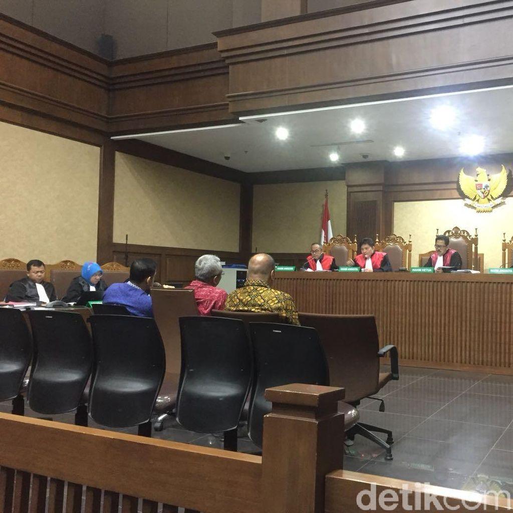 Hakim Cecar Nazaruddin soal Aliran Duit e-KTP ke Semua Ketua Fraksi