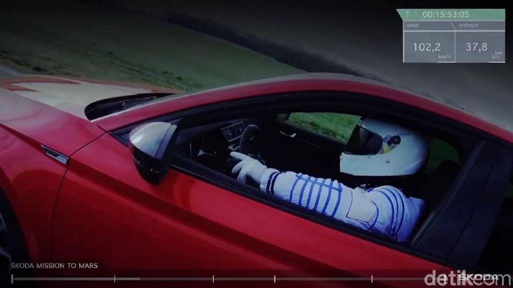 Sindir Elon Musk, Produsen Mobil Ini Juga Bawa Mobilnya ke Mars