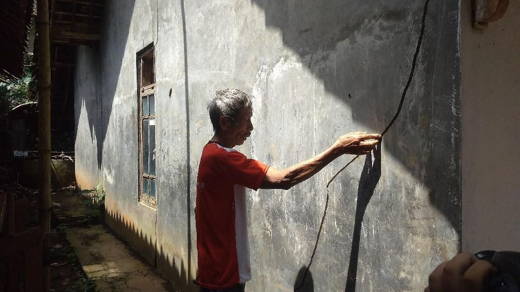 Pergerakan Tanah di Desa Gemulung Lebak, 10 Rumah Terancam Longsor