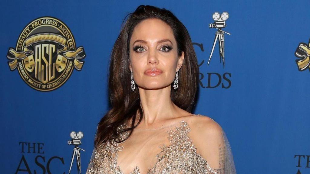 Angelina Jolie Ungkap Tips Jalani Hidup Bahagia Jadi Orangtua Tunggal