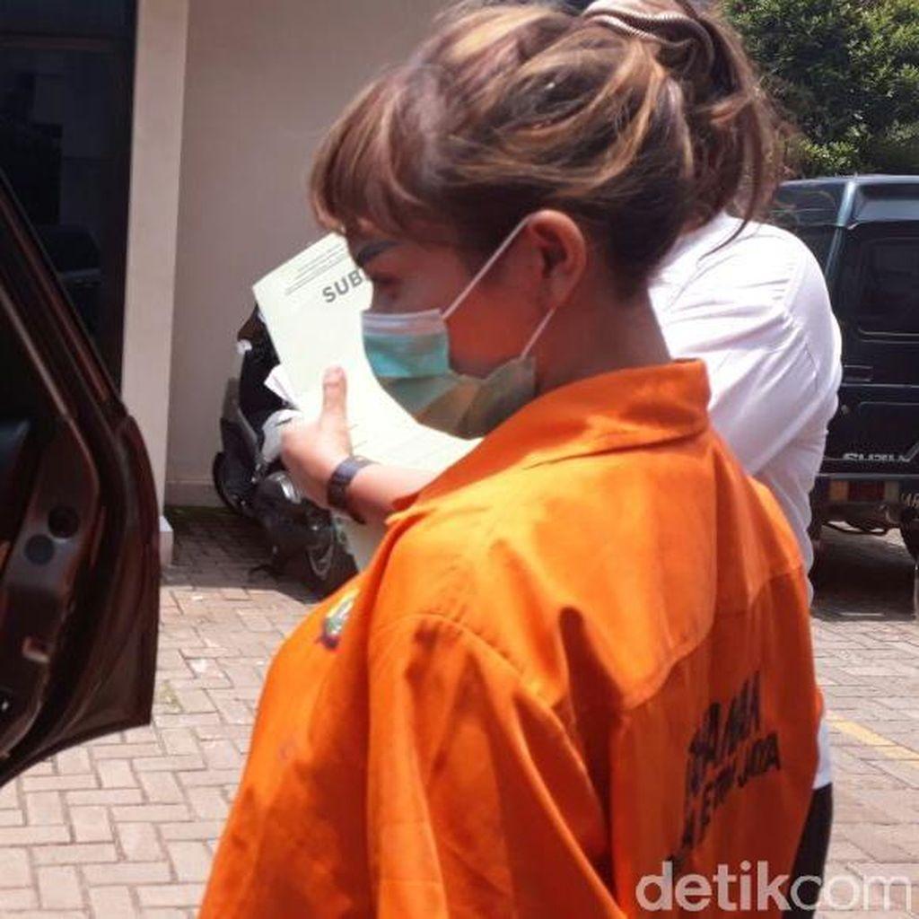 Menunggu Hasil Pemeriksaan Tes Rambut Roro Fitria