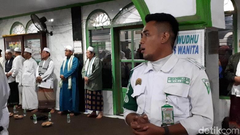 Massa Penyambut Habib Rizieq di Masjid Baitul Amal Makin Ramai