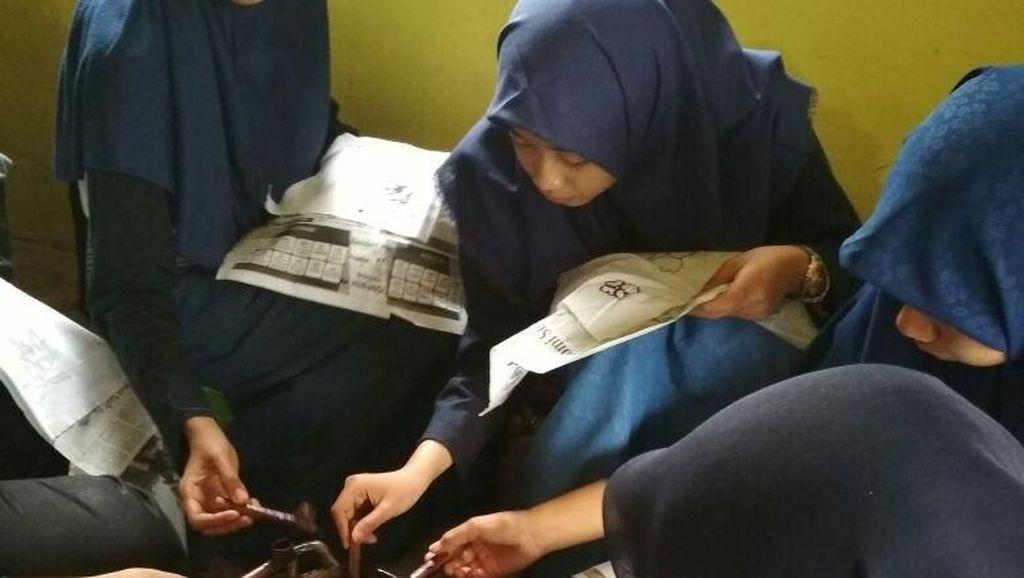 Riuhnya Pelajar SMA Belajar Membatik Khas Lamongan
