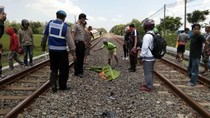 Perlintasan Kereta Api Tak Berpalang Pintu di Lamongan Makan Korban