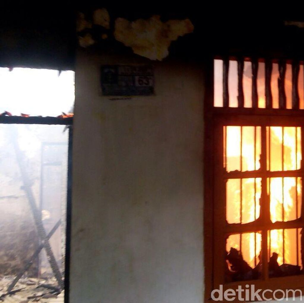 Rumah Terbakar di Kramat Jati, 8 Mobil Damkar Dikerahkan