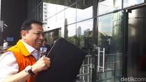 Kembali Diperiksa KPK, Setya Novanto Pamer Tas Hitam