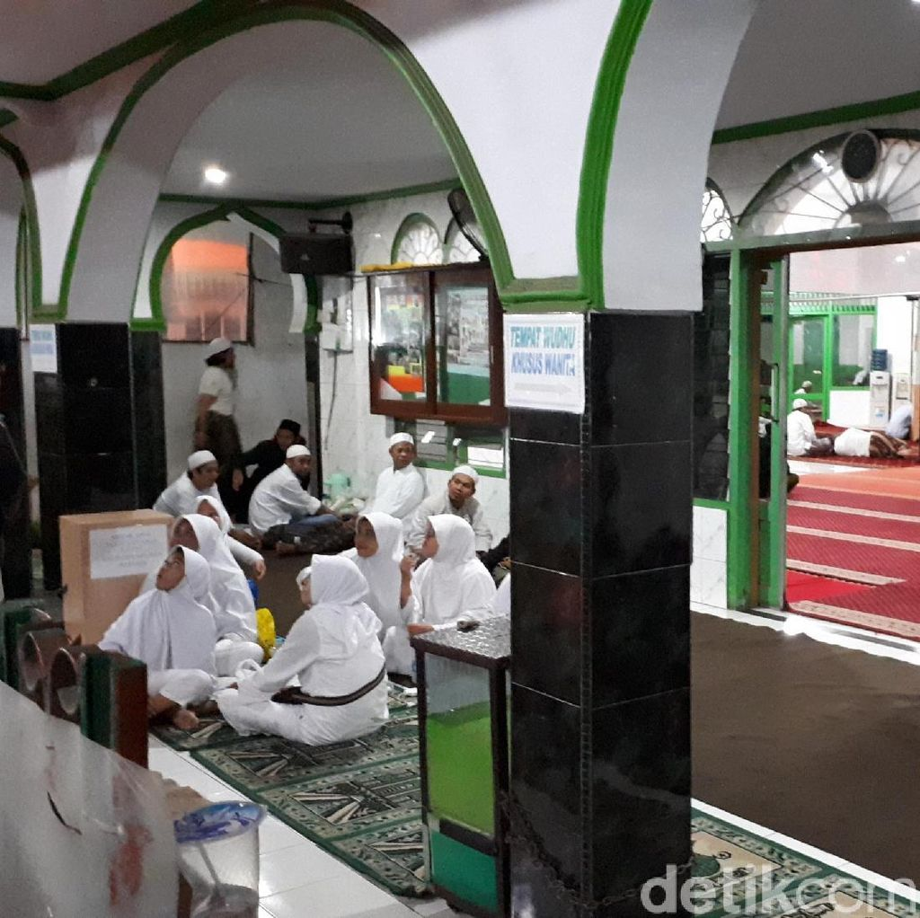 Massa Tablig Akbar Sambut Habib Rizieq Mulai Padati Masjid Baitul Amal