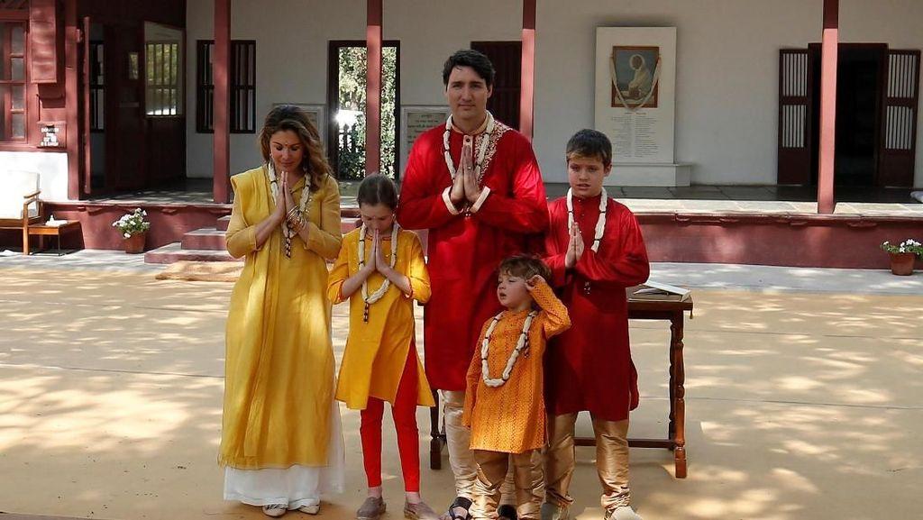 Kerennya PM Kanada Trudeau dan Keluarga Pakai Baju India