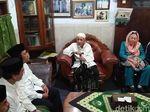 Istri Gus Dur Temui Mbah Moen Ditemani Ketum PPP Romi