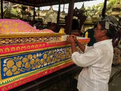 Ngaben dan Pelebon: Ritual Pemakaman di Bali