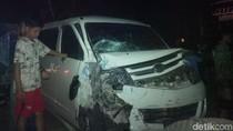 2 Mobil dan Truk Tabrakan di Serang, 1 Orang Luka Parah
