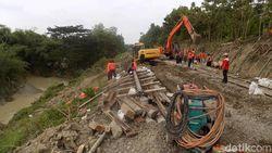 Rel KA Jalur Semarang-Solo di Grobogan Kembali Longsor