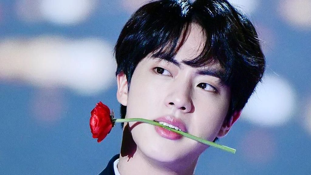 13 Foto Gantengnya Bintang KPop Jin BTS yang Dijuluki Worldwide Handsome