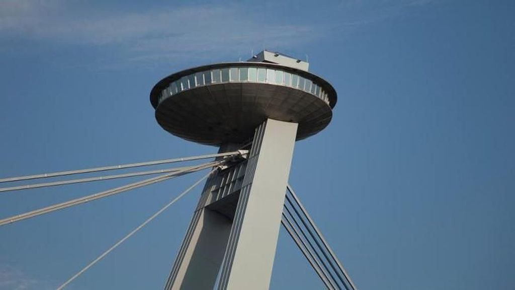 Foto: Ini Jembatan yang Punya UFO