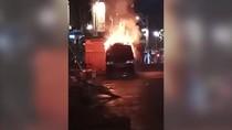 Mobil Tahu Bulat Terbakar di Dekat Mal Taman Anggrek