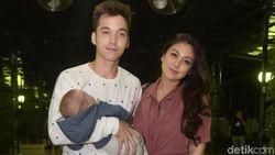 Celine Evangelista dan Stefan William Bagi Tugas Urus Anak
